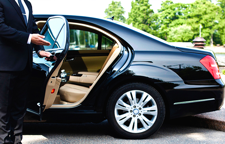 Free private Ho Chi Minh City airport transfer to city center