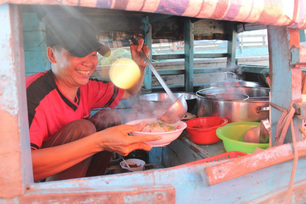 breakfast-on-the-boat-on-the-cai-rang-floating-market