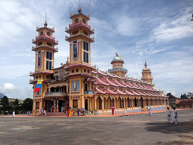 Top 6 beautiful temples in Saigon that you should visit Cao Dai Temple